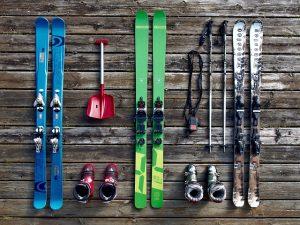 Skiis.