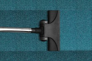 Clean and prepare large-area carpets for moving
